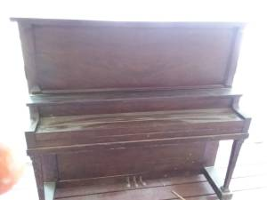 FREE UPRIGHT P.S.WICK CO. PIANO (Gig Harbor)