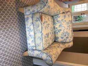 Free Chair (West Seattle)
