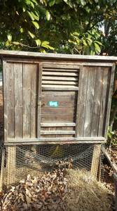 free chicken coop/rabbit hutch (frys spring)