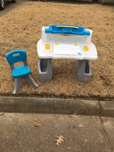 Free Step 2 kids art desk & chair (Collierville)