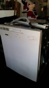 Free Dishwasher white (Weston, Fl)