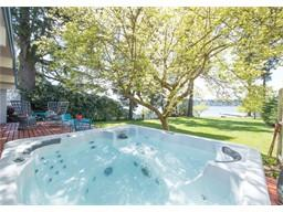 Waterfront with Bulkhead & large 20, 000+SF lot in Kirkland!