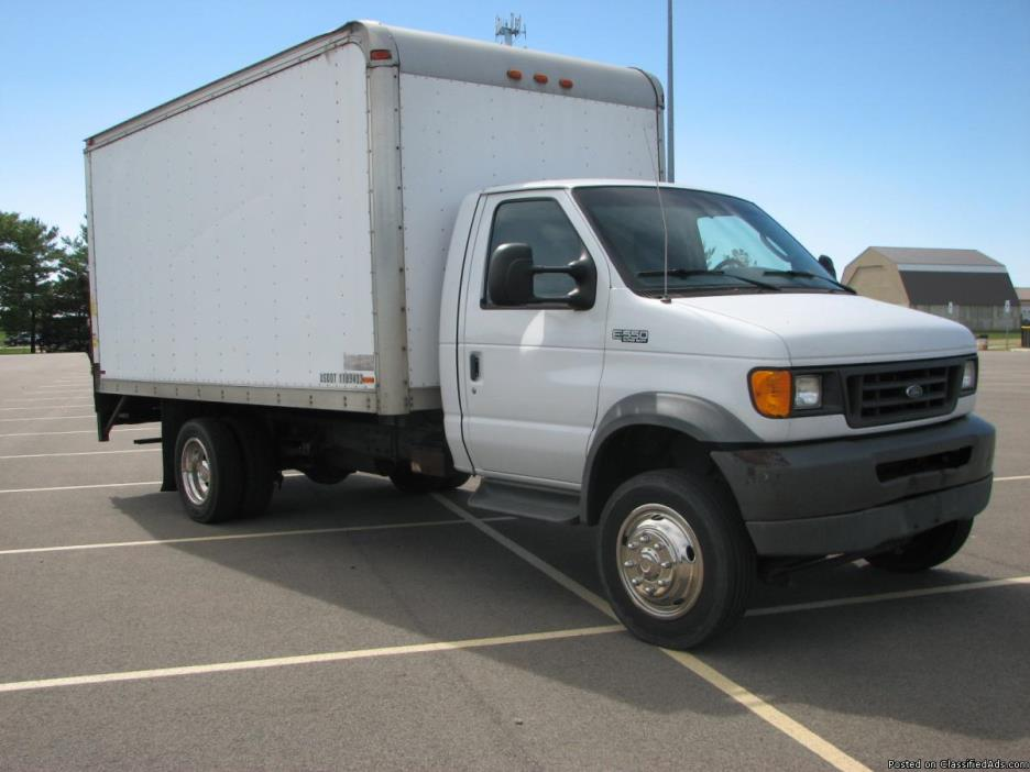 03 Ford E350 BoxTruck w Lift