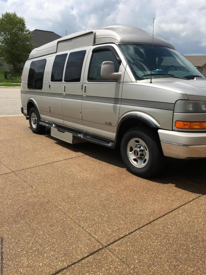 Custom 2007 Handicap GMC Savana Van with W/C Lift
