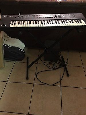 roland xp 30 with stand and boom microphone included