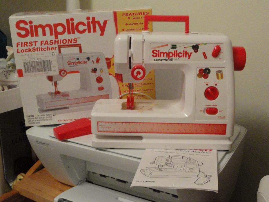 Simplicity Child's Deluxe Lockstitch Sewing Machine  6+  Battery Oper New
