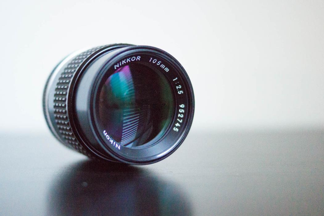 Nikon NIKKOR 105mm f/2.5 Ai-S Lens