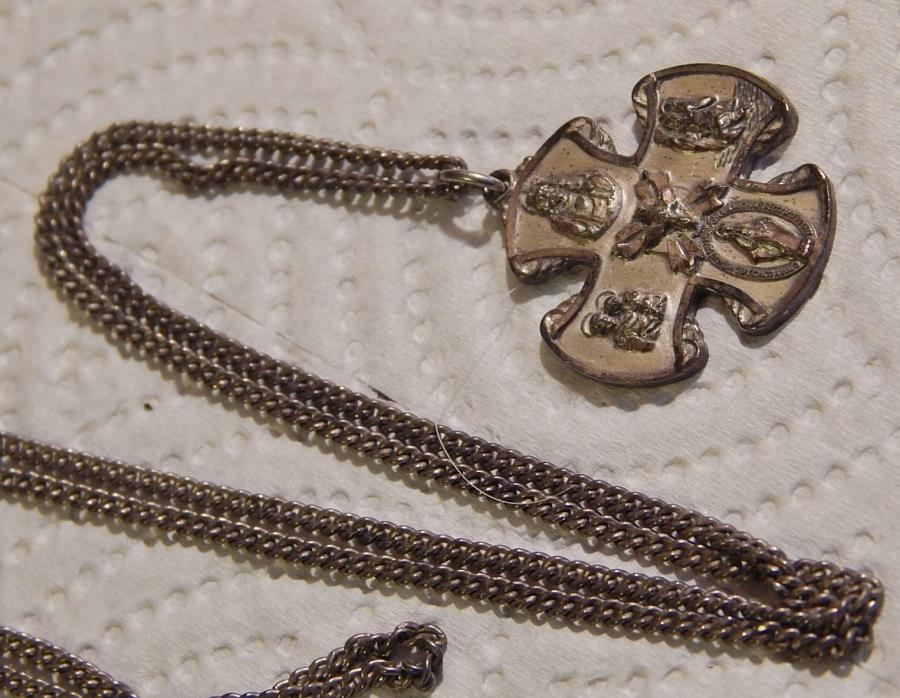 VINTAGE CREED  STERLING  CROSS ,MEDAL , CATHOLIC , CHAIN 14 GRAMS