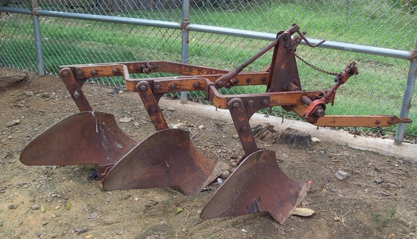 allis chalmers 3 bottom turning plow - fast hitch - no repairs
