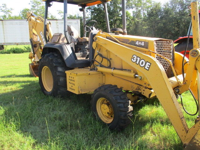 2003 John Deere 310E Loader Backhoe