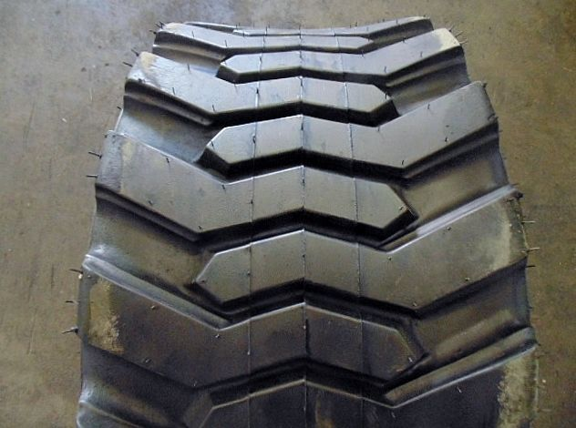30.5-12.50-16.5 TIRE BLEMISHED 8PLY SKIDSTEER