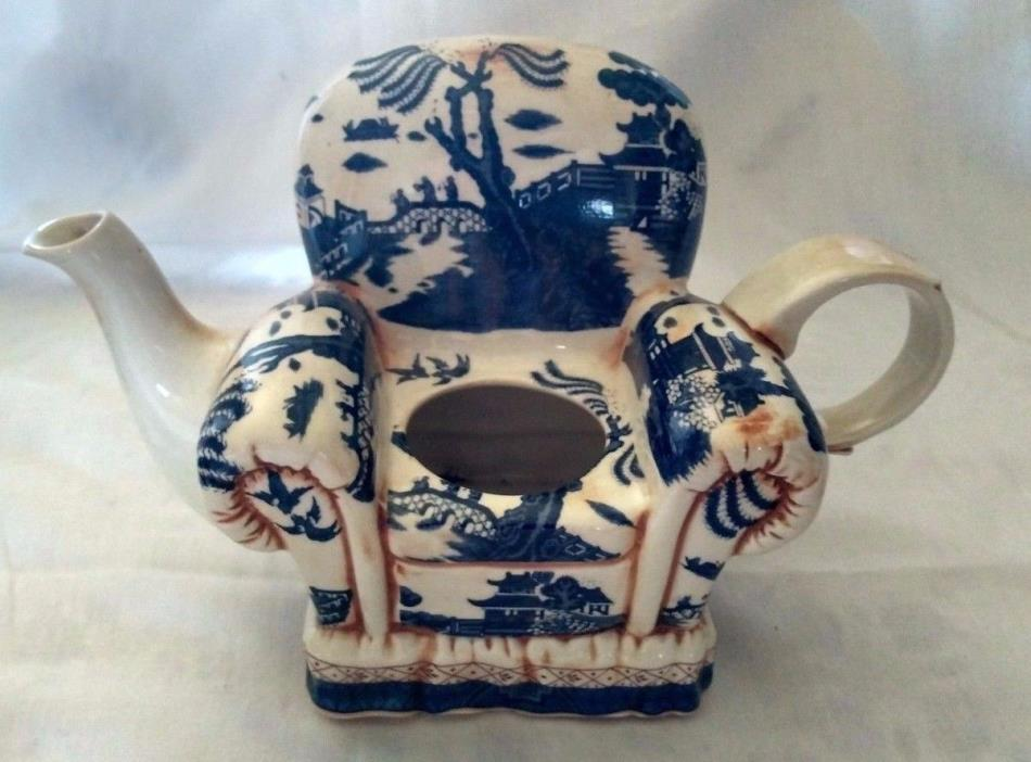 Royal Doulton, Cardew Design, Blue Willow Large Figural Teapot 8.5 x 5.5 NO LID