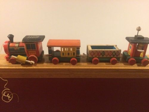 1950's VINTAGE FISHER PRICE HUFFY PUFFY PULL WOOD TOY TRAIN w/ 2 CARS & CABOOSE