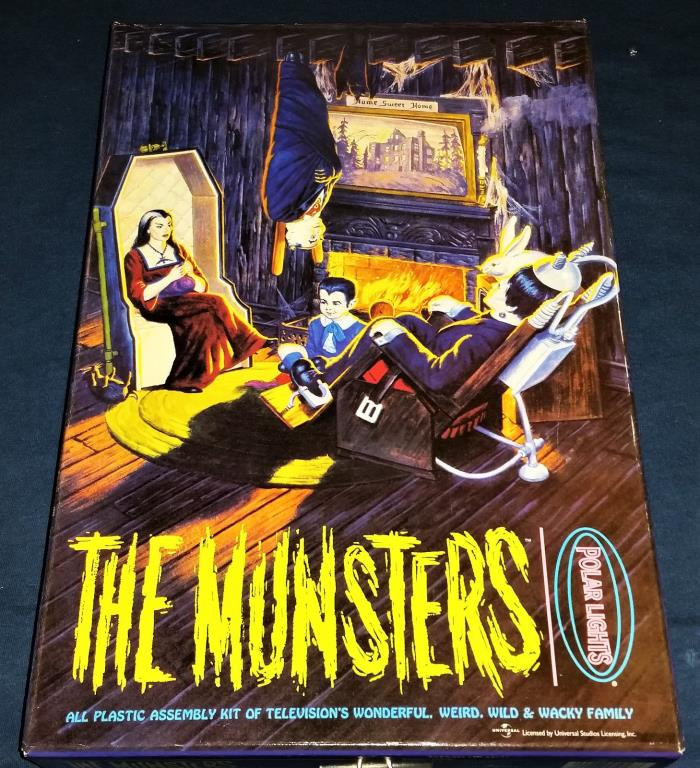 Polar Light's THE MUNSTERS LIVING ROOM - #5013 - 1997 - Open Box but untouched