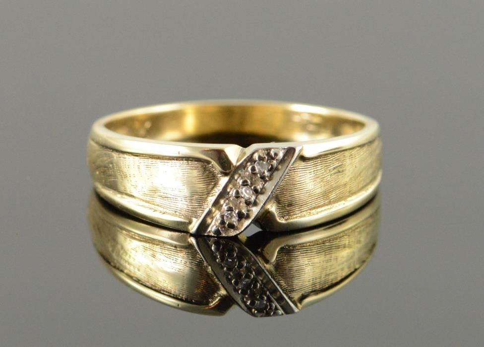 10K Genuine Diamond Accented Classic Wedding Band Men's Ring Yellow Gold *84