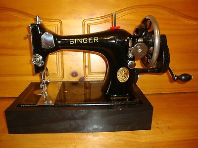 ANTIQUE SINGER SEWING MACHINE MODEL 128