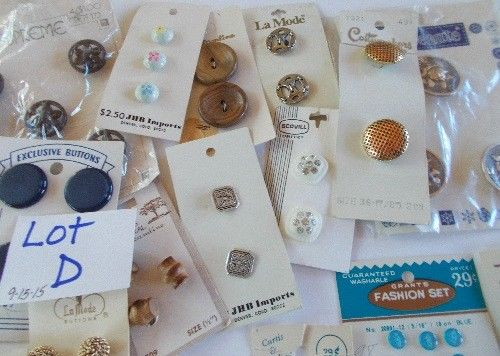 Vtg. Lot of 95+ Buttons LaMode  Lansing Streamline Curtis & Darling & MORE Lot D