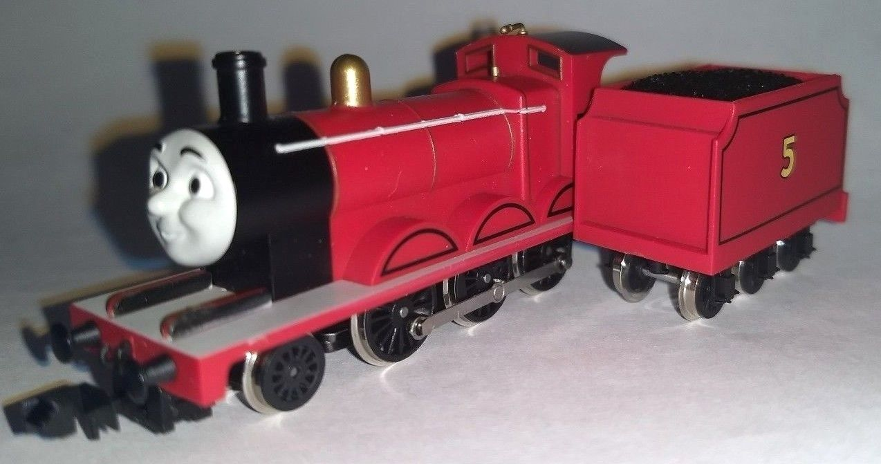 2017 Tomix N Scale Thomas and Friends James the Red Engine for Parts or Repair