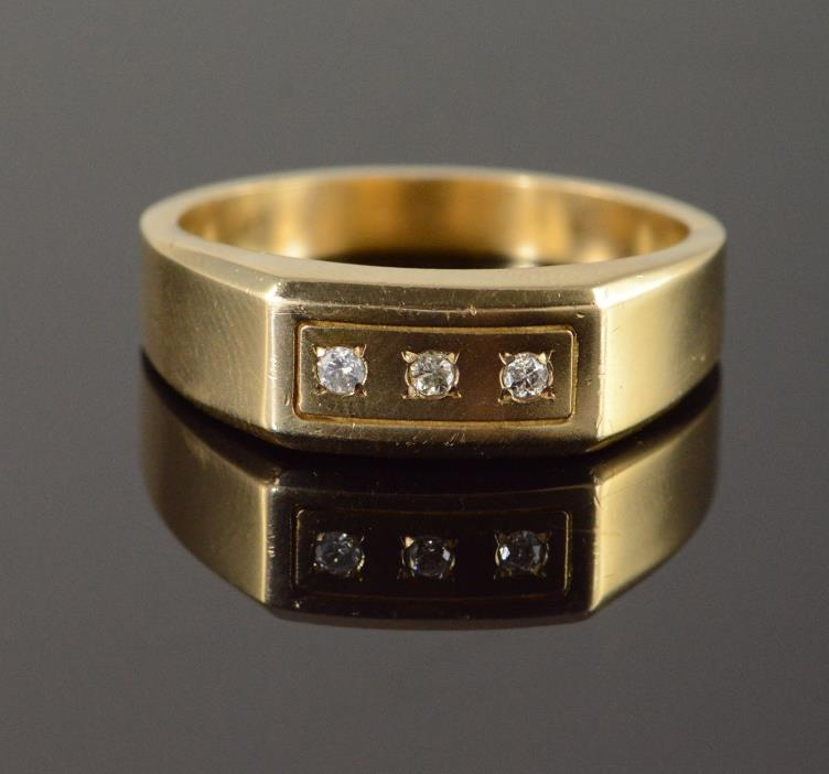 10K 0.10 CTW Diamond Inset Men's Wedding Band Ring Sz 14.75 Yellow Gold