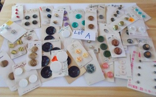 Vtg. Lot of 95 Buttons LaMode  Lansing Streamline Curtis & Darling & MORE Lot A