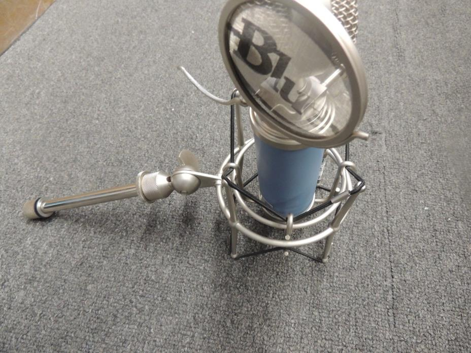 BLUEBIRD MICROPHONE 83-31369  And Shock Mount