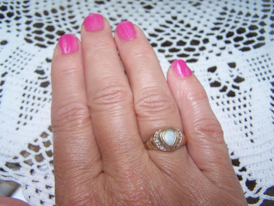 Ladies size 7 Oval Shaped Opal Ring - 10K (stamped) yellow gold