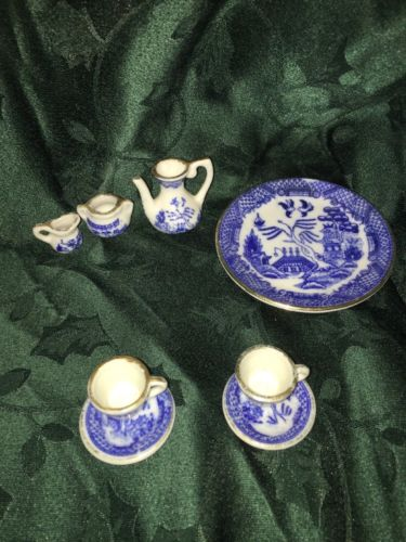 8 Piece Miniature Oriental Tea Set Blue And White With Gold Trim ROC