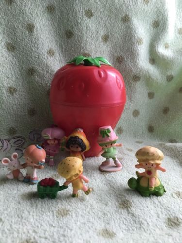 Vintage Strawberry Shortcake Mini Carrying Case & 6 Doll Lot