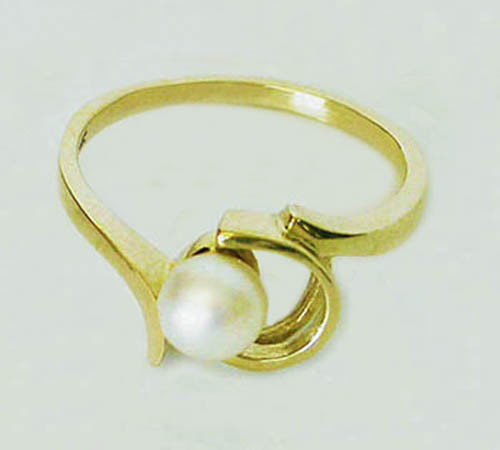 14KT YELLOW GOLD CHARMING  6MM CULTURED  PEARL RING