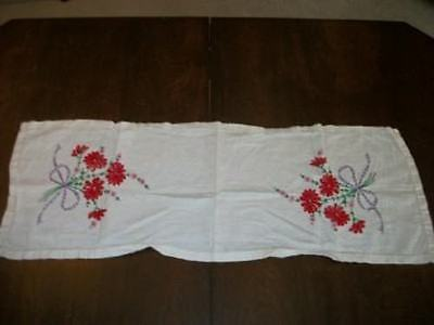 VINTAGE LINEN CHIC EMBROIDERED RED FLOWERS BOWS RUNNER DRESSER SCARF SHABBY