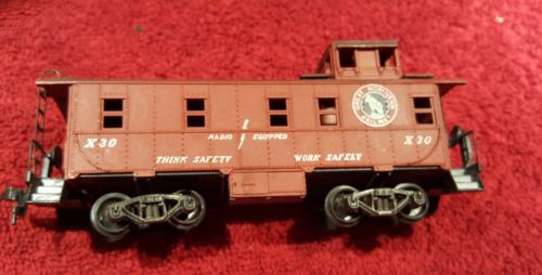 Great Northern Railway Caboose X30 For Model Train Set