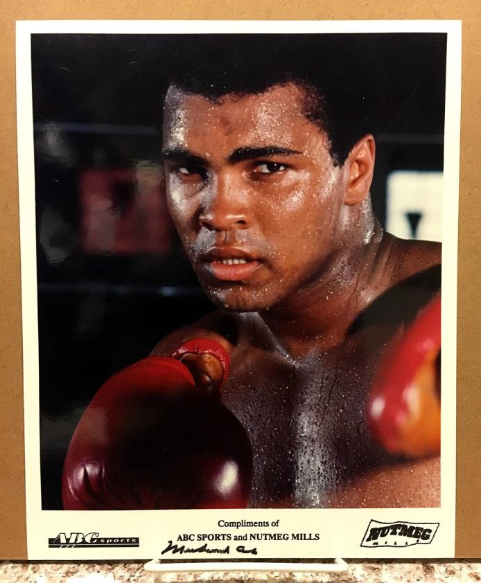 AUTHENTIC MUHAMMAD ALI AUTOGRAPHED COLOR  8x10 PHOTO -- RARE ABC SPORTS PROMO