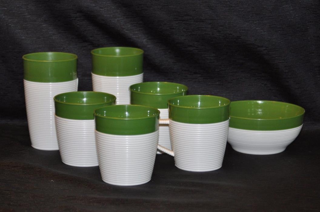 Set of 7 Dk Green RAFFIAWARE Plastic 2 Tumblers, 4 Mugs & 1 Bowl Thermo Temp