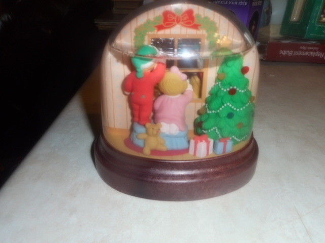 1988 Avon  Lighted Christmas Snow Globe