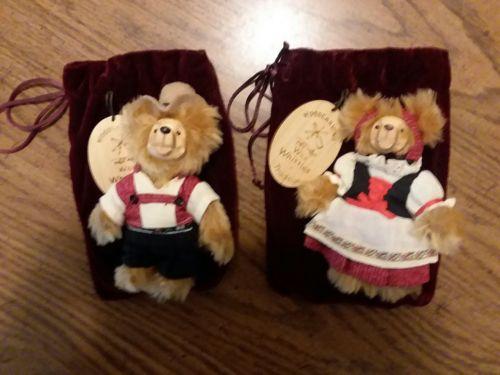 Wee Whittles Robert Raikes Original Hansel Gretel Woodcarving Bears with Bags