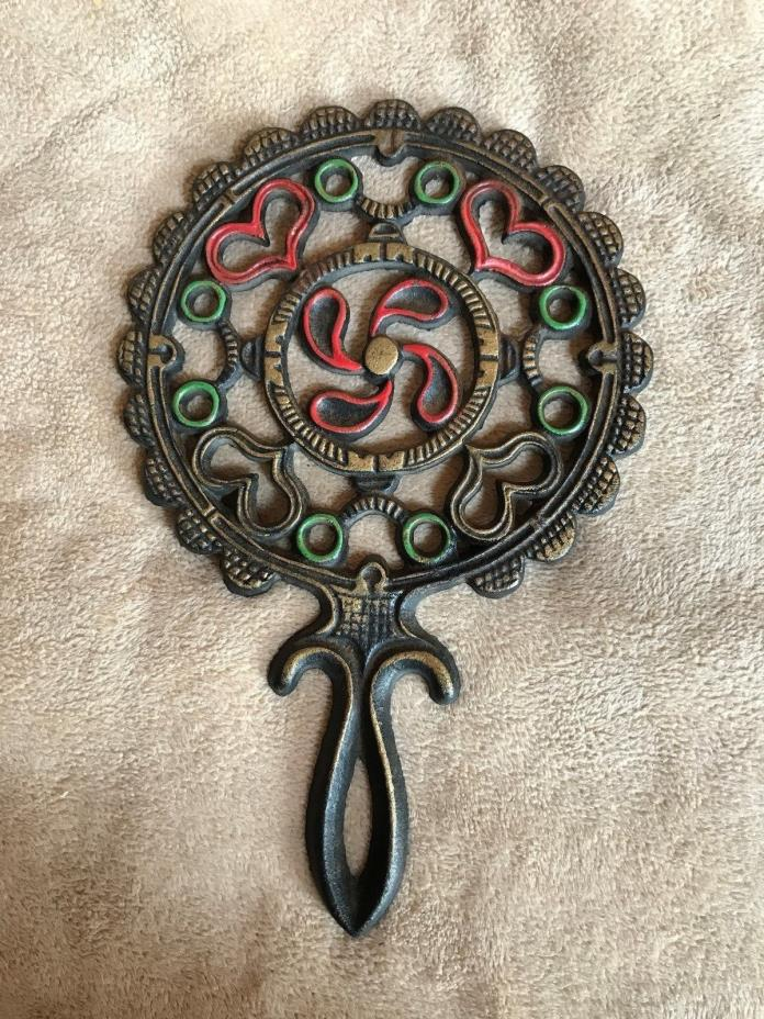 Vtg~Cast Iron~WILTON~Trivet~Round~Heart~Hot Plate~Color~Iron Art~Decor~USA~Rare