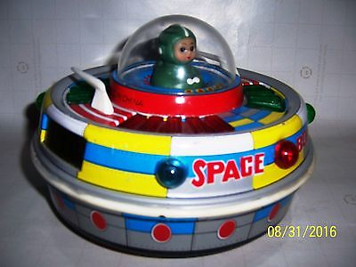 Space toy tin Rare ME780 Astronaut flying saucer Old excellent condition