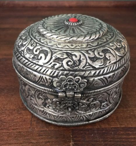 VINTAGE ANTIQUE MIDDLE EASTERN SILVER METAL ROUND BOX RED STONE Hand Hammered