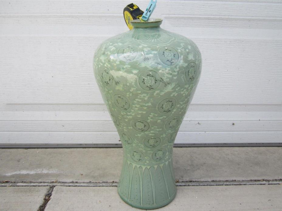 ANTIQUE KOREAN LIGHT GREEN GLAZE NICE VASE:X-LARGE 48 CM Hx18 D CM(17