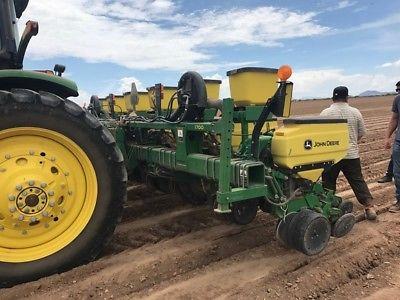 2012 John Deere 1700 Planters