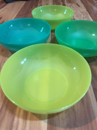 Set 4 Tupperware Bowls 4794 In Excellent Condition 700 ML