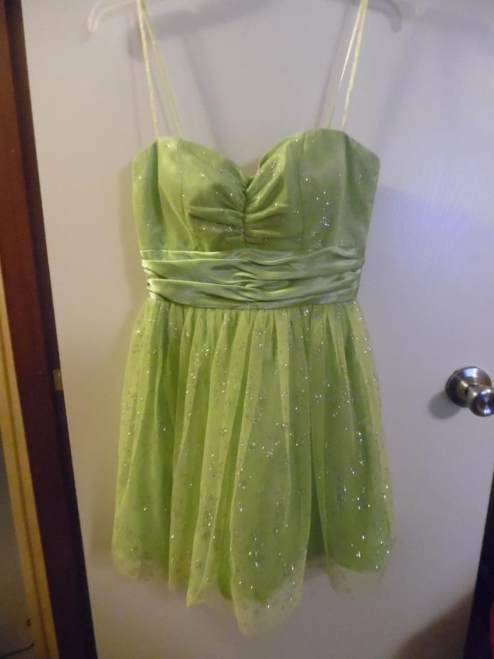 M X I Glitter Prom Dress size 7 Light green Star design lace lined formal