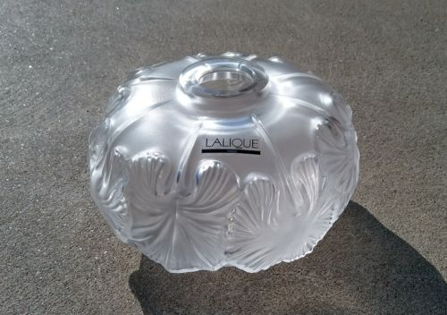 New Lalique Crystal Nympheas Lily Pad Vase Mint Condition