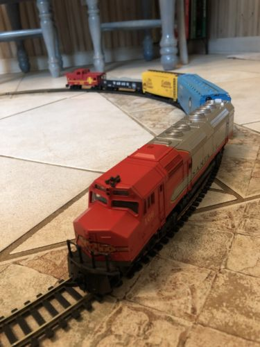 Vintage Santa Fe HO Train Set w/Track & Transformer