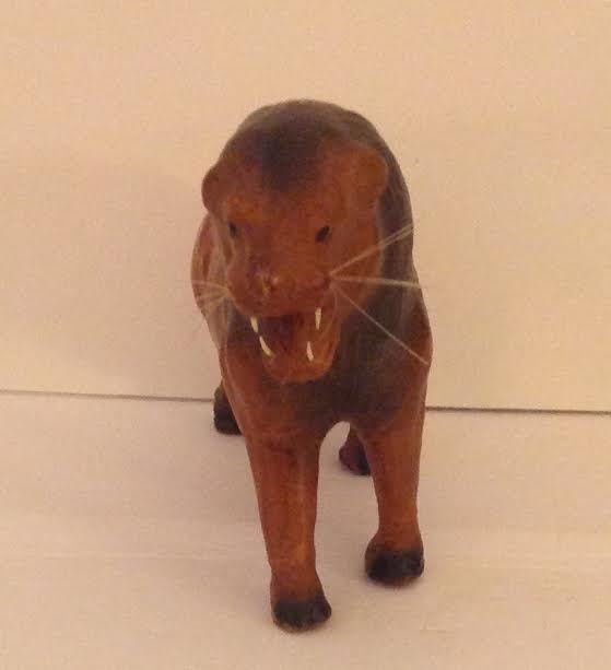 VINTAGE LEATHER HAND CRAFTED MALE LION FIGURINE 13 X 9 VGC