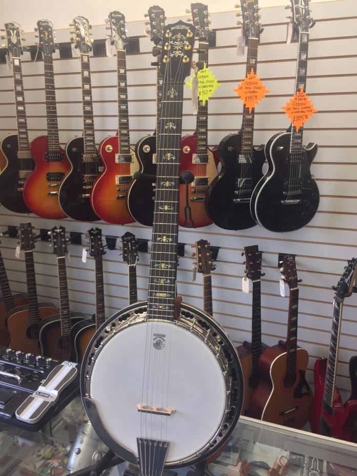 Deering  Deluxe 6 String Banjo W/Hard Case