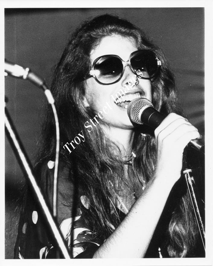 Orig promo photo of multi-genre composer & vocalist KITTY BRAZELTON, mid 1970s