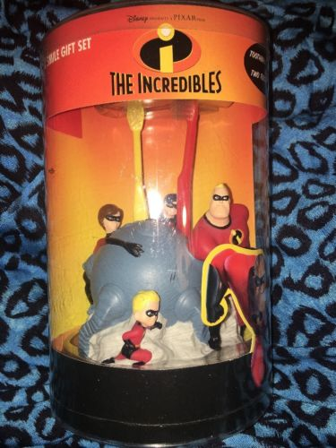 The Incredibles Superhero Family Great Smile Gift Set Toothbrushes Holder Disney