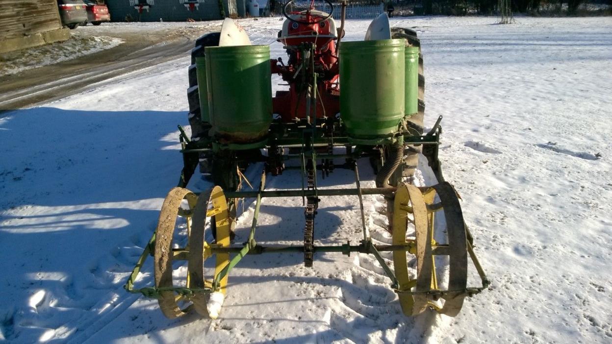 John Deere 246-247 Two Row Planter