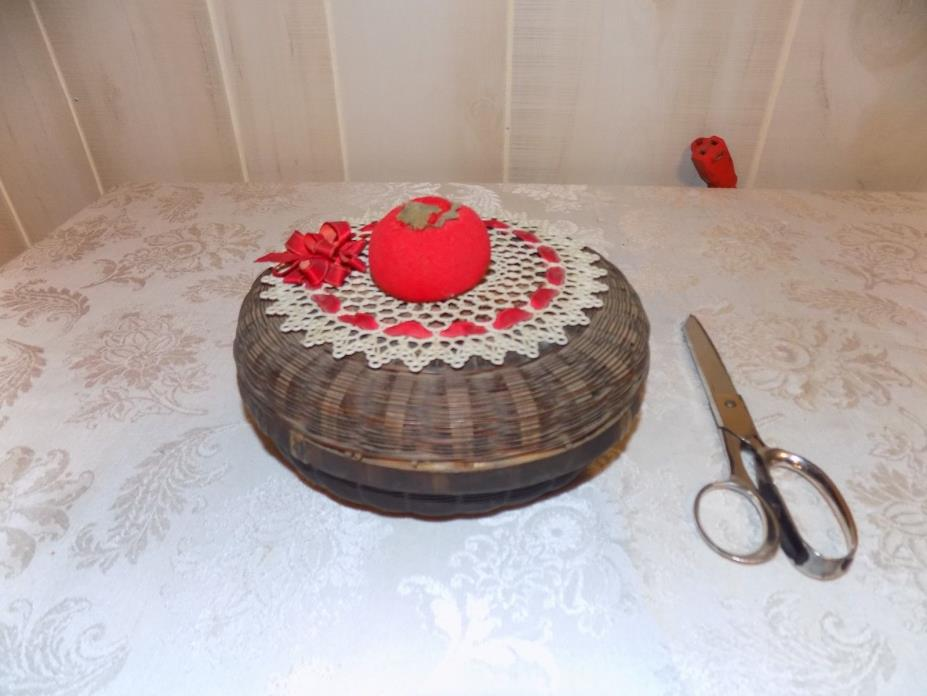 VINTAGE ANTIQUE SEWING BASKET WITH MANY ITEMS INCLUDED 7 IN ROUND 4 IN TALL